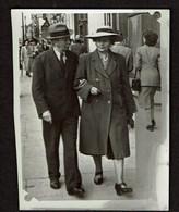 Photo 8 X 6 Cm - 1948 - Marcheur & Marcheuse De Rue - Couple - Porte Louise Bruxelles - 2 Scans - Non Classificati