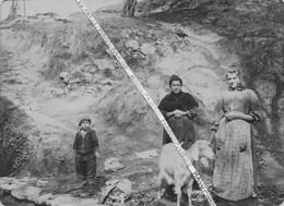 83 LA VALETTE DU VAR / PHOTO / 1895 - 1910 / RAVIN / FEMMES / ENFANT / CHEVRE - La Valette Du Var