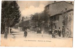 CPA -13-LA DESTROUSSE - Entrée Du Village CIRCULEETRES ANIMEE - Other Municipalities