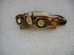 Pin's D'une Ferrari? De Compétition Avec Le N°6 - Ferrari