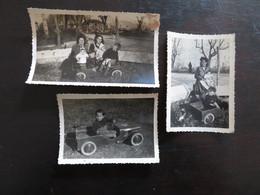 TROIS PHOTOGRAPHIES: L'ENFANT ET LA VOITURE ENFANTINE (BERRE 1947) - Personas Anónimos