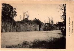GUINÉ  PORTUGUESA - Village Mandingue - Guinea-Bissau