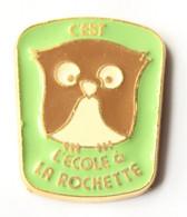 Pin's LA ROCHETTE (77) - C'est CHOUETTE, L'école à LA ROCHETTE - Chouette - Smap - J921 - Administrations