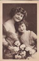AK 2 Junge Mädchen Mit Blumen - 1923 (54757) - Children And Family Groups