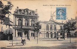 BLAYE - Hôtel De Ville Et La Caisse D'Epargne - état - Blaye