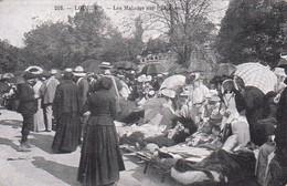 65 -- Lourdes -- Les Malades Sur L'Esplanade -- Religieuses - Ombrelles  --- 3258 - Lourdes