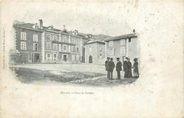 38 ALLEVARD. Animation Place Du Temple Vers 1900 (avec Une Erreur De Frappe Dans Le Titre Allerard) !... - Allevard