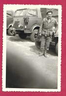 PHOTO 12,5 X 8,5 Cm .. MILITAIRE Posant Les CAMIONS , JEEP - Guerra, Militares