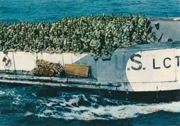 CARTE POSTALE 10CM/15CM PHOTO COULEUR CHEVOJON 4 : OMAHA BEACH  06 JUIN 1944 ARRIVEE DES PENICHES DE TROUPES NORMANDIE - Oorlog 1939-45