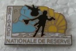 Pin's - LA POSTE - BRIGADE NATIONALE DE RESERVE - - Mail Services