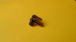Pin's ARTHUS BERTRAND Hansa Robinet Noir - Sachet 9 - Arthus Bertrand