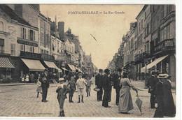 CPA   FONTAINEBLEAU    La  Rue Grande - Fontainebleau