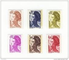 Série Des 6 Liberté De 1982 YT 2239 à 2244 En GOMME MATE . Voir Le Scan . Cotes YT : 20 € , Maury : 18.50 € . - Variedades: 1980-89 Nuevos