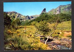 VALLEE De CHAUDEFOUR (63 P-de-D.) Verdoyante Vallée Entre BESSE-en-CHANDESSE Et Le MONT DORE- Cite Classé - Andere Gemeenten