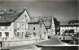 """/ CPSM FRANCE 38 """"Autrans, La Place Et La Fontaine"""" - Andere Gemeenten"""