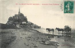 CPA 50 Manche Le Mont Saint Michel Arrivée D'une Voiture - Attelage - Le Mont Saint Michel
