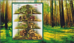 POLAND 2012 Booklet / Edible And Poisonous Mushrooms In Polish Forests / Full Sheet MNH** FV - Hongos