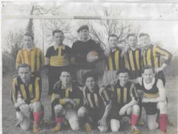 Football - Photo De La 1ère Équipe De Football - Avenir De Domalain ( 1943 ) - Photo Plastifiée - 25 Cm Sur 17 Cm - - Documents Historiques