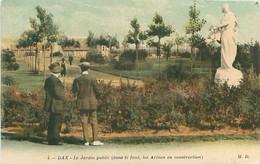 CPA - DAX - LE JARDIN PUBLIC (DANS LE FOND, LES ARENES EN CONSTRUCTION) - Dax