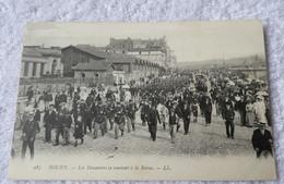 ROUEN Les Douaniers Se Rendent A La Revue - Rouen