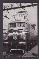CPA Train Locomotive Carte Photo Non Circulé Chemin De Fer Voir Dos - Treinen