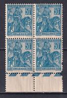 1929 - YVERT N° 257 BLOC De 4 (1 TIMBRE DEFECTUEUX) ** MNH ! - COTE = 14 EUR. - JEANNE D'ARC - Neufs