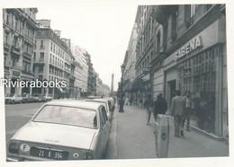 P83 - Photos Ancienne - Peugeot 504 TI Dans Une Rue De Paris, Agence Sabena - Auto's