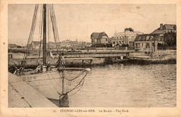 14. CPA. COURSEULLES SUR MER - Le Bassin - The Docks - Voilier - - Courseulles-sur-Mer
