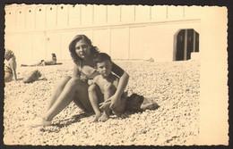 Pretty Bikini Woman Girl And Boy On Beach Old Photo 14x9 Cm #25243 - Anonyme Personen