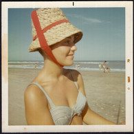 Photo Originale - Postale - Argentina - Circa 1970 - Portrait - Femme - Maillot De Bain - Vacances - Plage - A1RR2 - Anonieme Personen