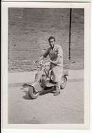 UOMO SU MOTO MOTORCYCLE LAMBRETTA - FOTO ORIGINALE ANNI '50? - Otros
