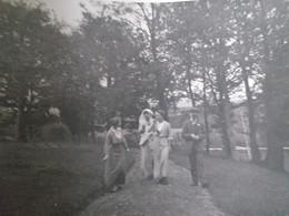 1913 Les 3 Demoiselles Veulent Imiter Les Messieurs En Fumant Une Cigarette - Personas Anónimos