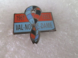 PIN'S  VAL NOTRE DAME  1967 1992  SCOUT - Autres