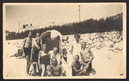 Trunks Men Guys And Women Girls On Beach Old Photo 12x8 Cm #32148 - Anonyme Personen