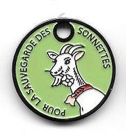 Jeton De Caddie  Fond  Vert  Clair, Animal  CHEVRE  Blanche, POUR  LA  SAUVEGARDE  DES  SONNETTES - Munten Van Winkelkarretjes