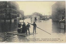 CPA   CHOISY Le ROI   Inondation Janvier 1910, Sauvetage D'une Jeune Mére Par Les Pompiers  N° 10 - Choisy Le Roi
