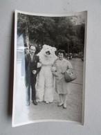 Carte Photo Originale Déguisement & Eisbär, Ours Blanc Polaire & Couple - Persone Anonimi