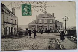 Carte Postale Beaumont Le Roger La Gare 1922 Sortie De Voyageurs - Beaumont-le-Roger