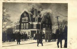 Carte Photo Une Maison En Feu RV  De New York Vers Paris 1908 - Fotografia