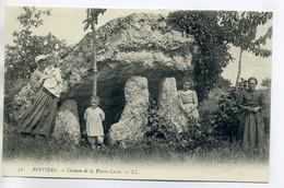 86 POITIERS 52 LL - Villageois Dolmen De La Pierre Levée  1910  /D12-2018 - Poitiers