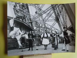 Photo De Presse AFP - GEORGES GUETARY - Spectacle Grec à La Tour Eiffel 1975 - Famous People