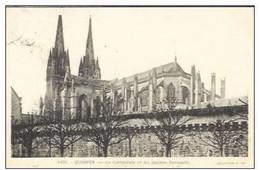 Cpa 29 Quimper , La Cathédrale Et Les Anciens Remparts , écrite Et Timbrée 1940 - Quimper