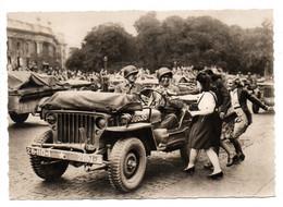 - CPSM MILITAIRES - LIBÉRATION DE PARIS - Bienvenue Aux Jeeps - Photo CAP - - Characters