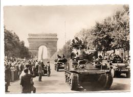 - CPSM MILITAIRES - LIBÉRATION DE PARIS - Tanks De La Division Leclerc - Photo CAP N° 10 - - Characters