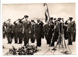 - CPSM MILITAIRES - LIBÉRATION DE PARIS - Le Général Eisenhower à La Tombe Du Soldat Inconnu - Photo CAP N° 19 - - Characters
