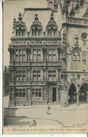 010591  Arras Avant Le Terrible Guerre. L'Hôtel De Ville. Détails De La Facade - Arras