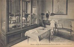 H1203 - PARIS - Ecole Professionnelle Emile Dubois - Salon D'Essayage - School