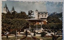 LOCHES - Le Jardin Public - Le Château Et La Collégiale - Loches