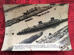"""1953 Le Paquebot """"LIBERTÉ"""" ÉCHOUÉ Port Du HAVRE & Navire""""PARIS""""-Photographie Keystone Photo Originale Bateau--événements - Bateaux"""