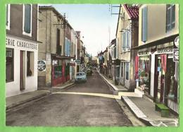 ANG009   CP  CASTILLONNES (Lot Et Garonne)  Rue Principale - BOUCHERIE CHARCUTERIE QUINCAILLERIE DROGUERIE - RENAULT 4 - Altri Comuni